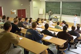 مناظرة بالملفات لدورة نقل الطلبة  إلى شبكة المعاهد العل...